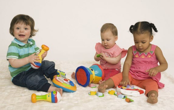 Cara Benar Mengajari Anak Bermain dalam Kerapian